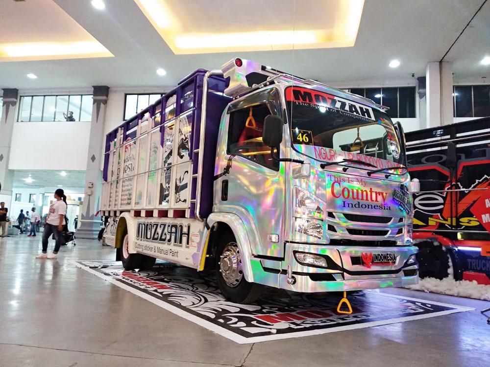 Belasan Truk Isuzu ELF Ramaikan Jogjakarta Truck Festival