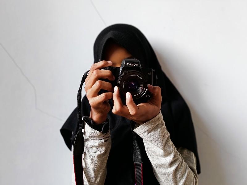 Cara Edit Foto Berwarna Dengan Background Hitam Putih ...